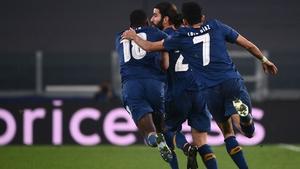 Porto players celebrate Oliveira's extra-time goal