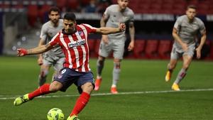 Luis Suarez scores the winner