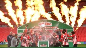 Sunderland celebrate with the Papa John's Trophy