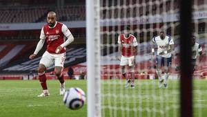 Alexandre Lacazette scoring the winning goal