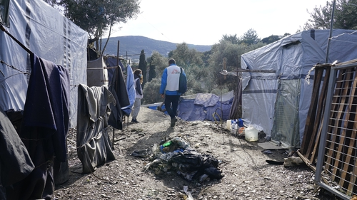 Eight charities and NGOs have called today for policymakers in the EU to review the way the EU-Turkey deal works (pic: Dora Vangi/MSF)