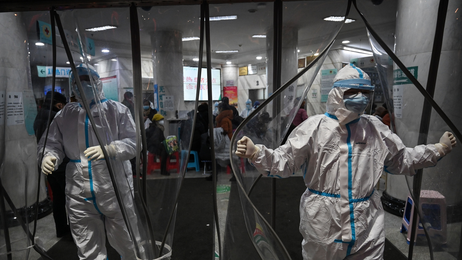 Image - Medical staff members at the Wuhan Red Cross Hospital on 25 January 2020