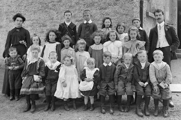 A group of students at their school in Armagh c. 1910 Photo: Public Record Office of Northern Ireland, D2886/SCH/UNK/002
