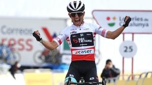 Johan Esteban Chaves Rubio crosses the finish line