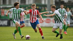 Edmond O'Dwyer of Treaty United looks to burst past Richie O'Farrell (L) and Andrew Quinn