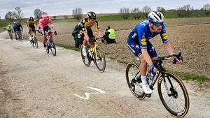 Sam Bennett (R) ahead of Wout Van Aert
