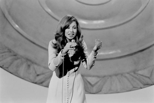 Carina de España en el Festival de la Canción de Eurovisión (1971) Roy Biddle 2109_081