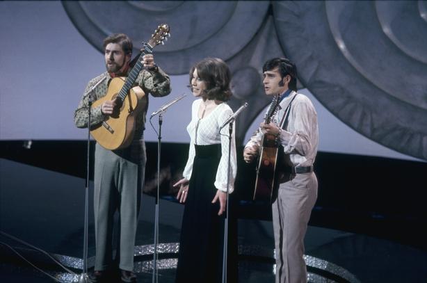 Peter, Sue y Mark representan a Suiza en el Festival de Eurovisión (1971) 4261_059