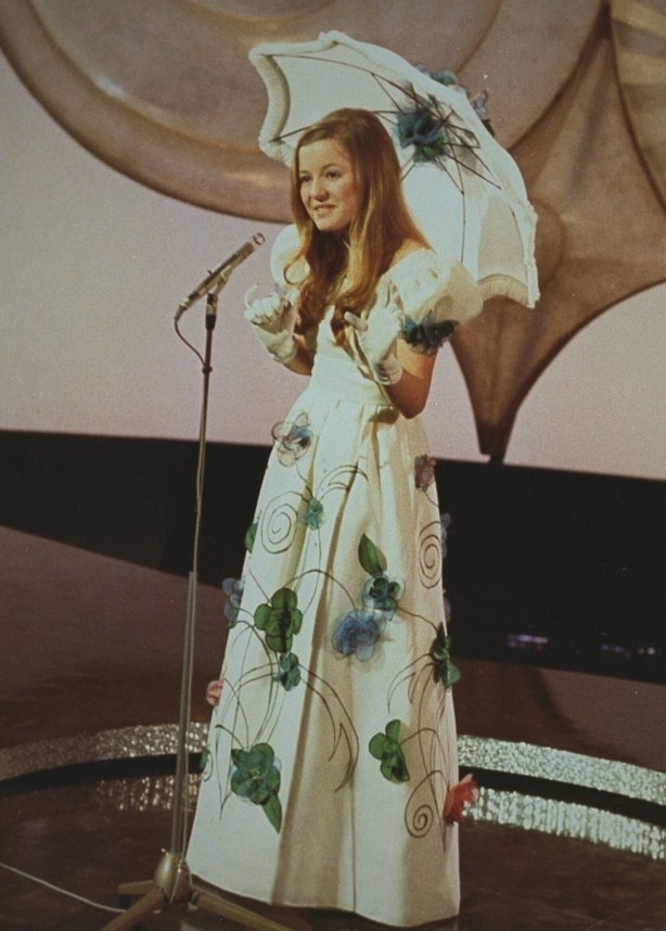 Hanne Krogh representa a Noruega en el Concurso de Canción de Eurovisión en el Gaiety Theatre de Dublín.  0236_009