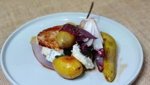 Paul's pork chops with pears and gorgonzola