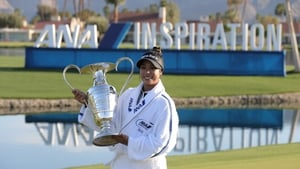Patty Tavatanakit poses with the trophy after winning the ANA Inspiration