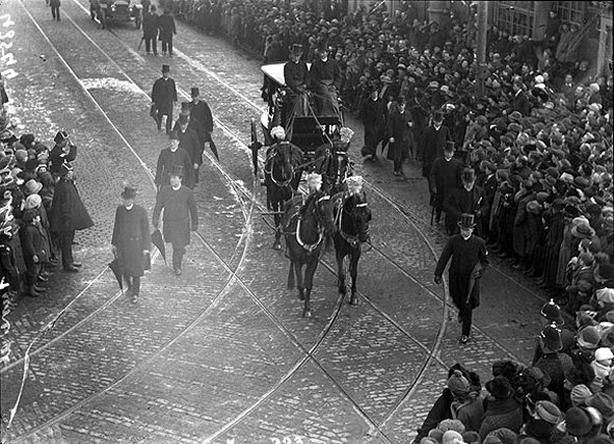 Century Ireland Issue 202 - The funeral of Archbishop Walsh Photo: National Library of Ireland, KE 223