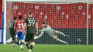 Bruno Fernandes scores a penalty