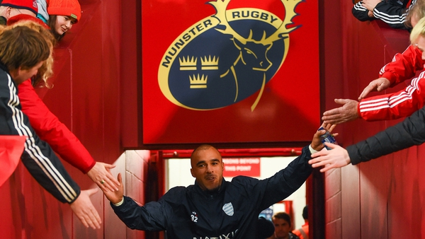 Simon Zebo greeted by supporters prior to the Heineken Champions Cup match between Munster and Racing 92 at Thomond Park in 2019