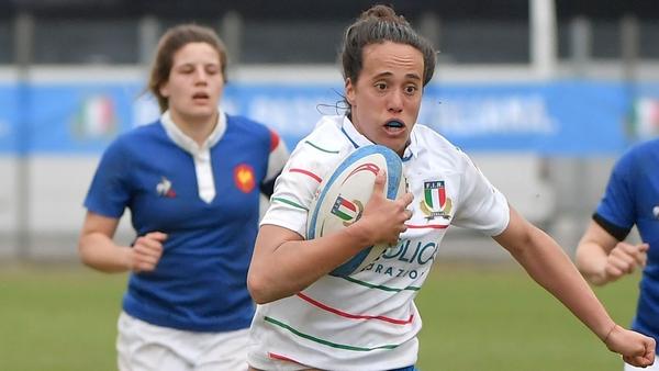 Manuela Furlan runs in a try