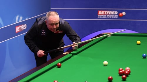 The four-time champion won six frames on the trot to advance