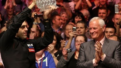 Barry hearn (R) applauds Ronnie O'Sullivan's Masters victory in 2014