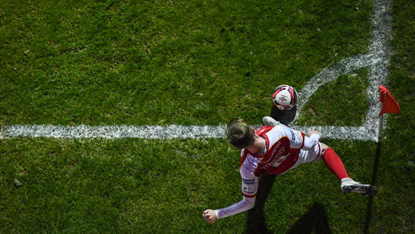 Chris Forrester takes a corner for St Patrick's Athletic