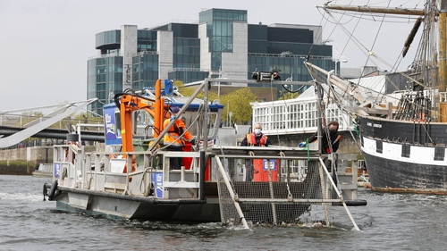The Liffey Sweeper aims to remove all floating debris from the River Liffey, as well as the River Dodder and the River Tolka estuary