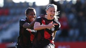 Hanna Glas celebrates her goal with Lineth Beerensteyn