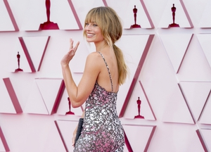 Margot Robbie took a spin on the red carpet