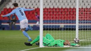 PSG goalkeeper Keylor Navas looks dejected after conceding a goal to Kevin De Bruyne