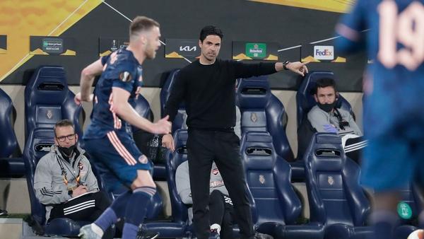 Arsenal manager Mikel Arteta passes on instructions at the Ceramica stadium