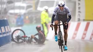 Michael Woods steals some valuable seconds on crash victim Geraint Thomas on stage four of the Tour de Romandie