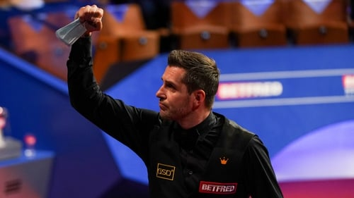 Mark Selby had to go to extra innings to see off Stuart Bingham.