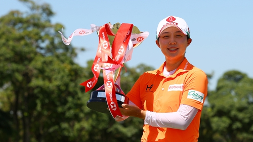 Kim with the winner's trophy