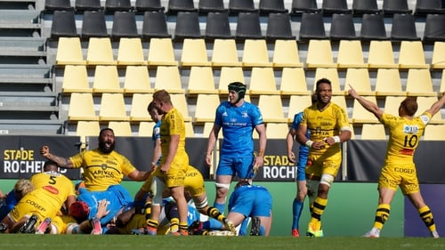 La Rochelle players celebrate Gregory Alldritt's 65th-minute try