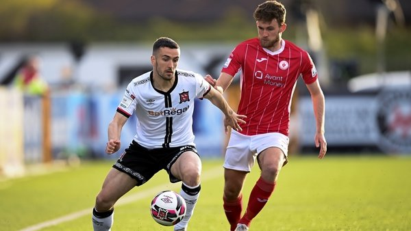Michael Duffy of Dundalk in action against Lewis Banks of Sligo Rovers