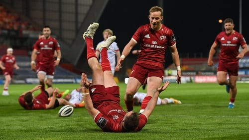 JJ Hanrahan scores one of Munster's six tries on the night
