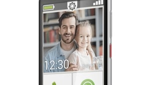 The Emporia Smart 4 tries to bridge the gap between less tech savvy users and a feature-heavy smartphone