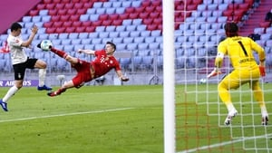 Robert Lewandowski scores his side's third goal in the 6-0 drubbing of Borussia Monchengladbach