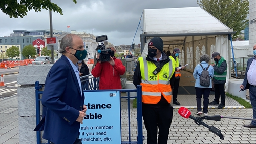 ''Táimíd ag teacht amach as an phaindéim'' a deir an Taoiseach