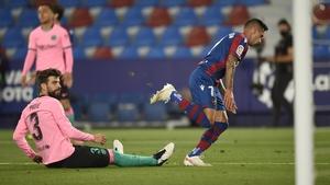 Levante's Sergio Leon scores to make it 3-3 against Barcelona