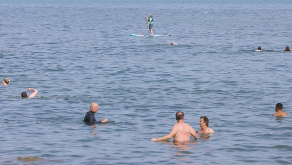 The EPA wants monitoring of busy beaches outside the traditional swimming season (pic: RollingNews.ie)