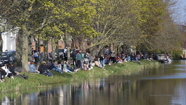 Large crowds have gathered over recent weekends in the Portobello area (pic: RollingNews.ie)