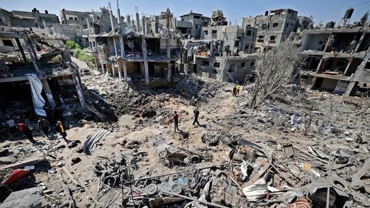 Israel targets Gaza tunnels as rocket attacks continue