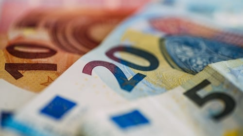 Household net worth increased by 3.3% to reach a new high of €883bn
