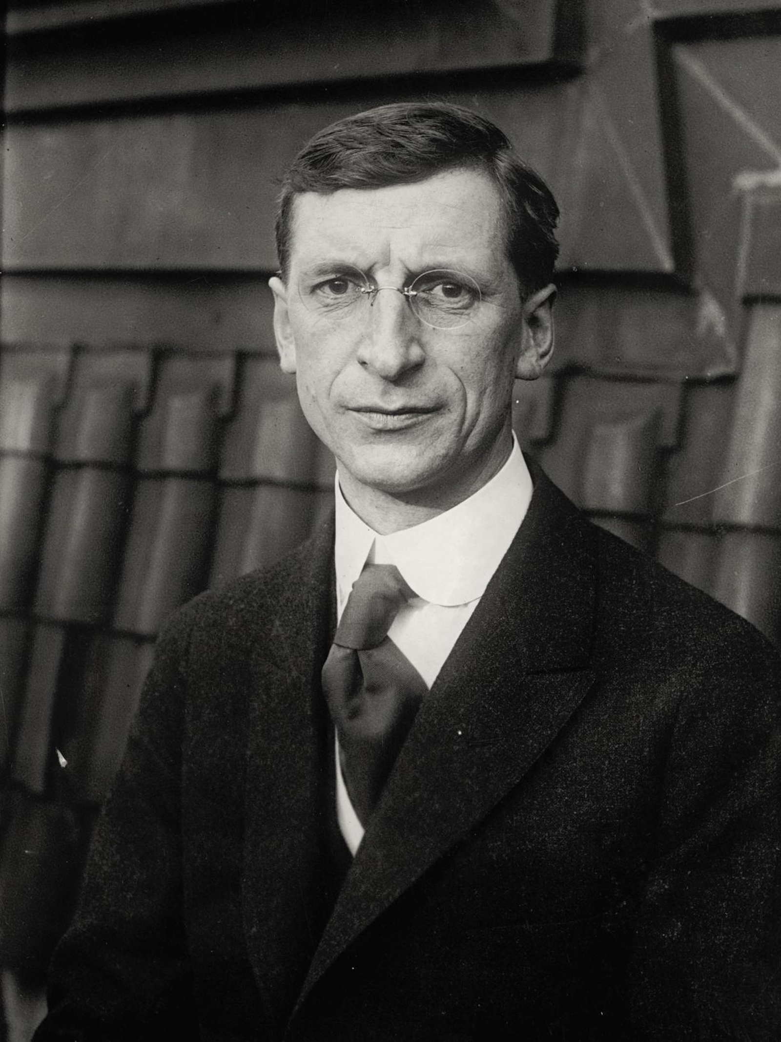 Image - Sinn Féin President Eamon De Valera; for months he had wanted the IRA to mount a Spectacular. Credit: Alamy