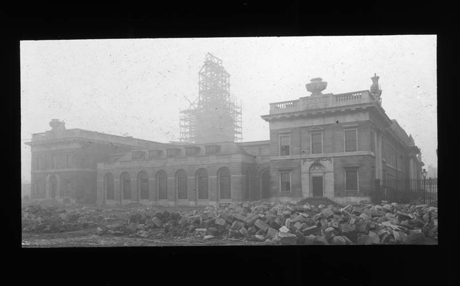 Image - From the ashes 1: The Custom House reborn, 1926-1929. Credit @Arch_Archive/ Irish Architectural Archive.