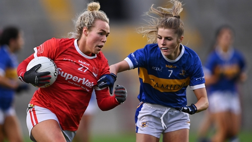 Katie Quirke of Cork in action against Elaine Kelly of Tipperary