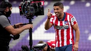 Luis Suarez celebrates scoring the goal that secured the La Liga title for Atletico Madrid