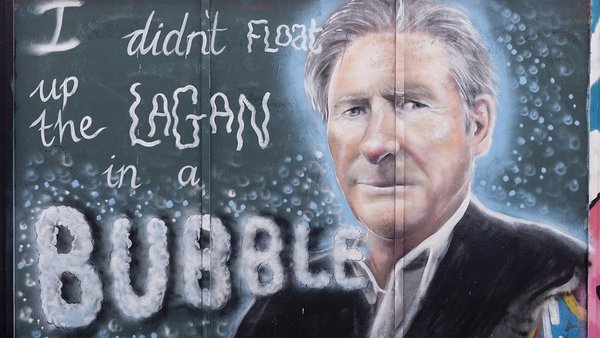 Ted Hastings talking to the wall in Belfast as part of Hir the North 2020. Photo: Caoilfhionn Hanton https://www.instagram.com/caoilfhionnhanton - Creative Commons via https://www.geograph.ie/photo/6617499