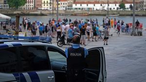 Police monitor fans in Porto