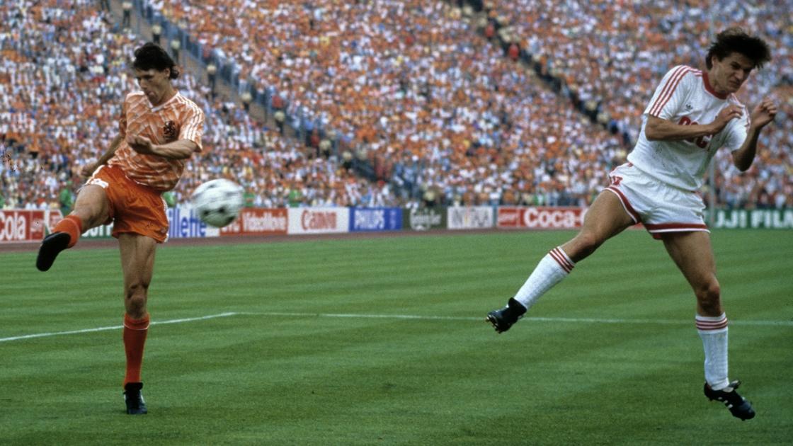 Image - Van Basten volleys in 'that' goal