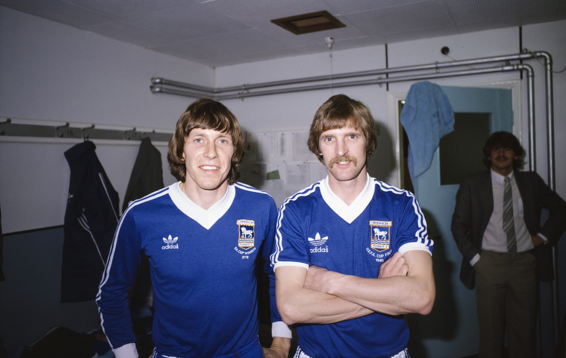 Image - Muhren (l) and Frans Thijssen pictured in the Ipswich dressing room in 1981