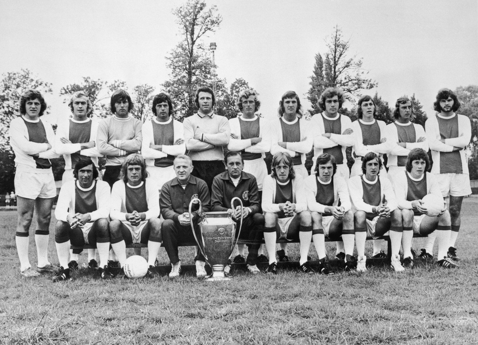 Image - Muhren (3rd from right, back row), next to Johan Neeskens and directly behind Cruyff in Ajax's 1973 European Cup-winning squad photo